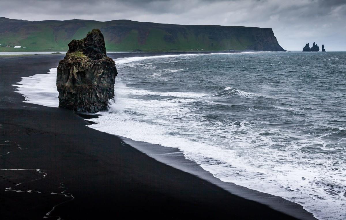 island-ringstrasse-black-beach-1